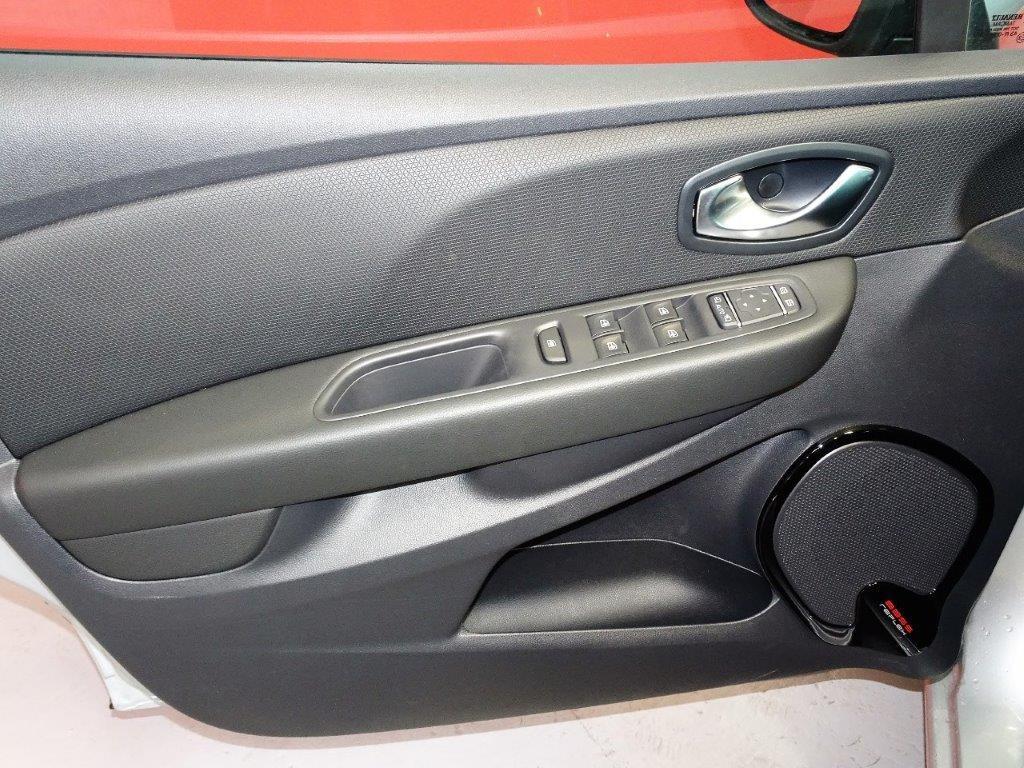 Clio 0.9 TCE 90CV Zen Energy pack look 16