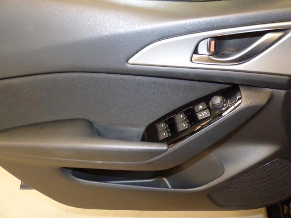 Mazda 3 2.0 Skyactiv 120CV Style Confort + Navi 1