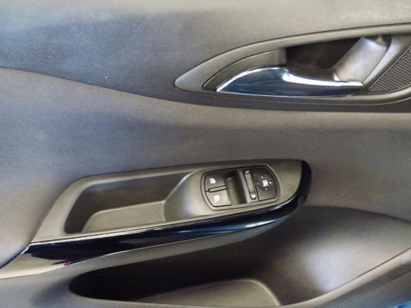 Corsa 1.4 90CV Color edition 5P 7